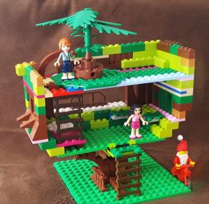 santa s tree house